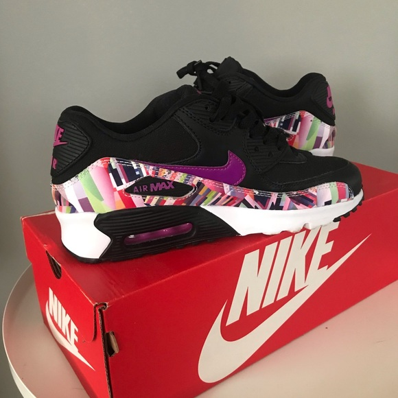 Nike Air Max 90 Red Black Size 8 Women & 6.5Y.